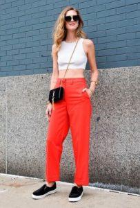 Spodnie w kolorze Cherry Tomato, modne kolory 2018