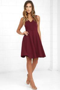 Sukienka w kolorze intensywnej czerwieni